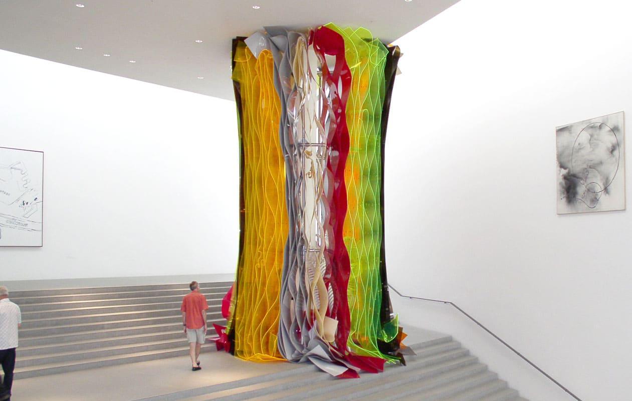 Kunstwerk aus Bahnen aus warmverformtem Acrylglas