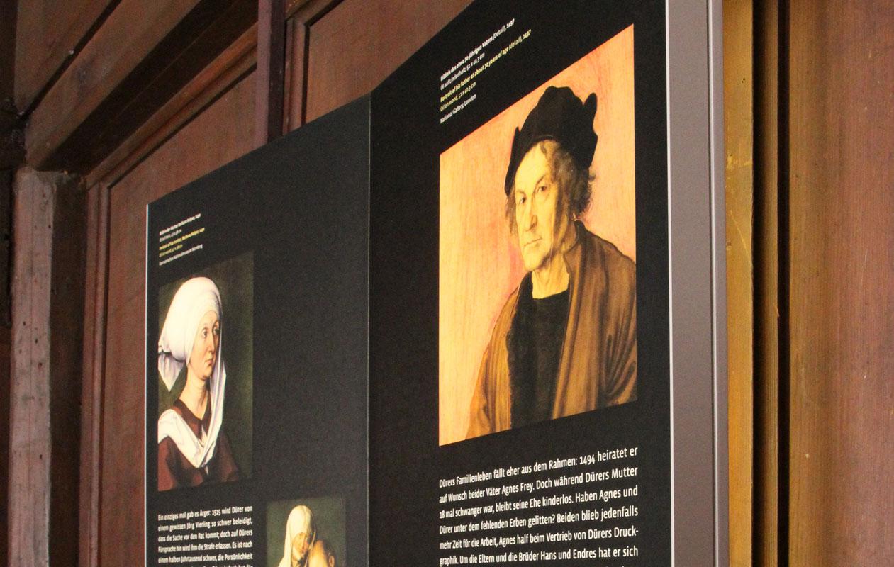 Schautafeln für Museen mit hochwertigster LED-Lichttechnik, hergestellt von axis in Nürnberg.