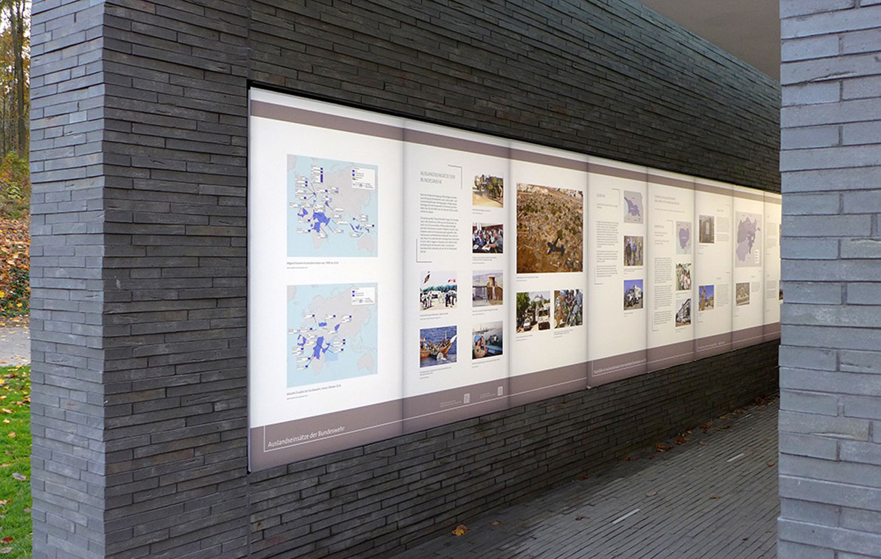Jeder Besucher beginnt seinen Weg mit dem Durchschreiten des Empfangsgebäudes. Foto: kreativköpfe, Raum- & Ausstellungsgestaltung