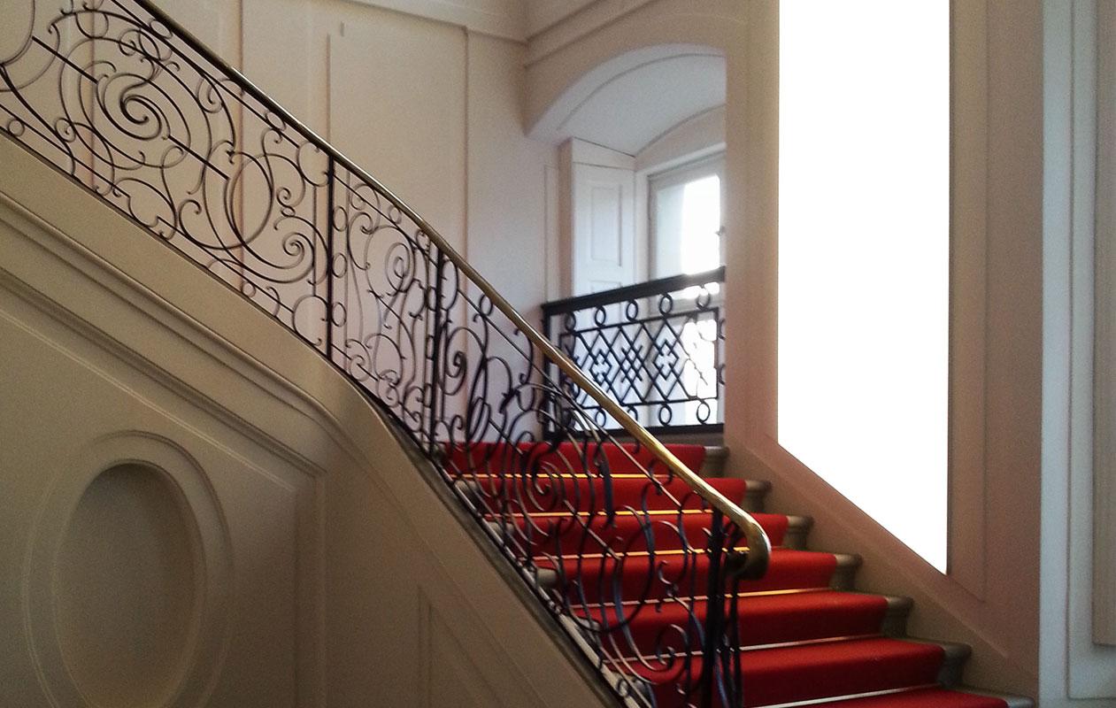 Lightpanel frameless LED-Lichtflächen der Marke Designpanel im historischen Treppenhaus des Barockschlosses Ludwigslust.