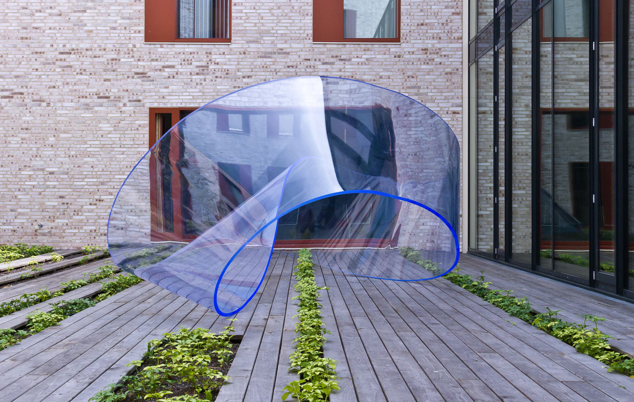 """""""Loop"""", eine Skulptur aus Arcylglas bestehend aus flächenverklebtem Plexiglas®, wurde in Teilabschnitten thermisch 3-D-geformt und verklebt."""