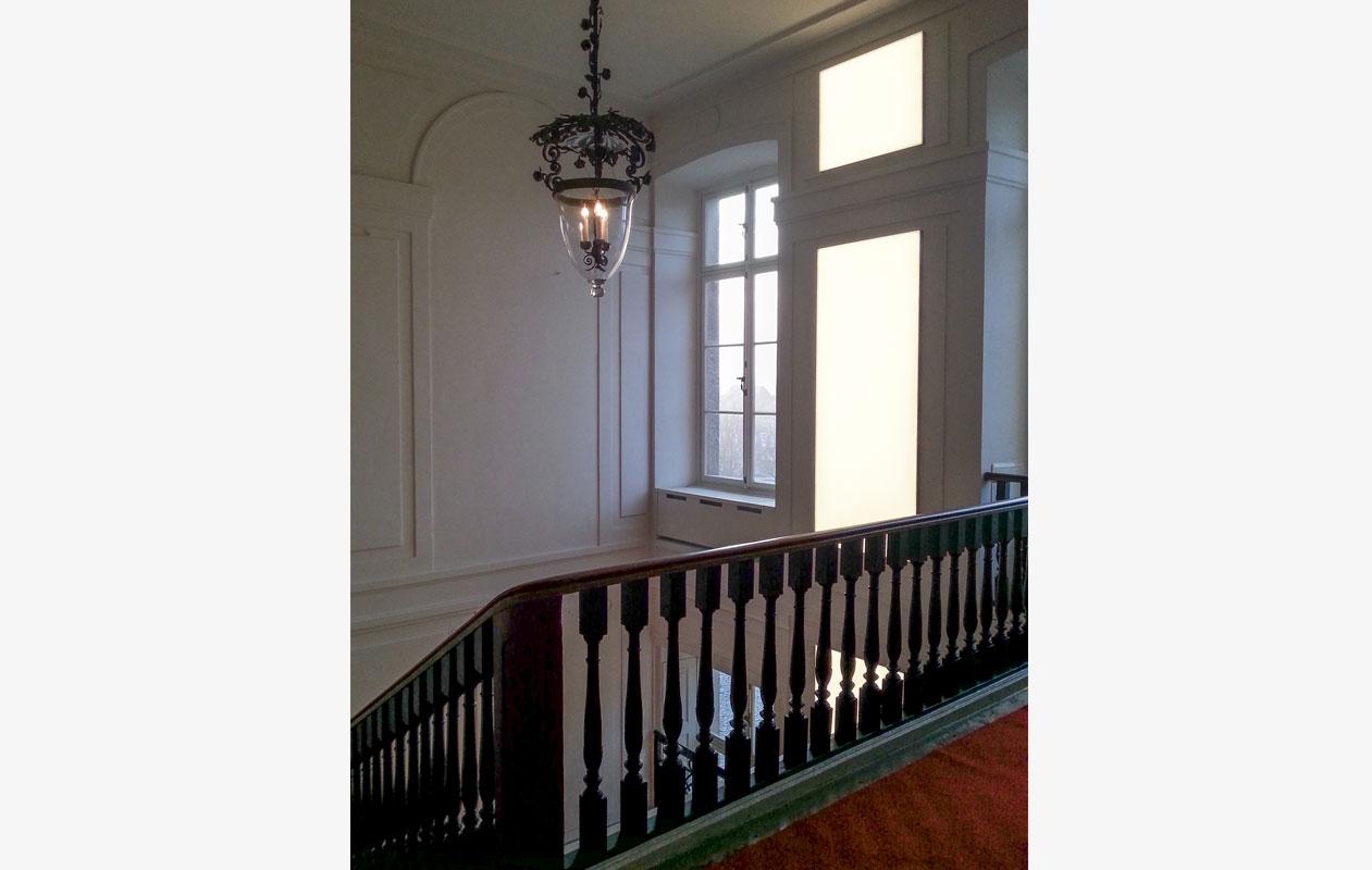 Lightpanel frameless LED-Lichtflächen im historischen Treppenhaus im Barockschloss Ludwigslust.