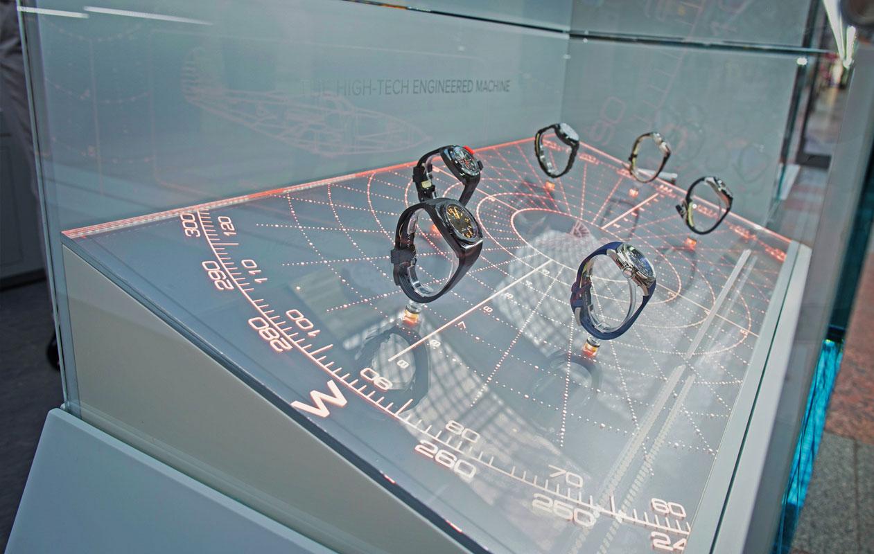 Beleuchtete Vitrinen aus transparenten Acrylglasscheiben mit Lightgraphic Gravurlicht, hergestellt von axis lichttechnik aus Nürnberg.
