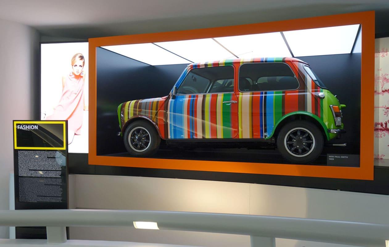 Lichtdecke aus vier Lichtpanels original auf der Mini-Ausstellung im BMW-Museum München. Foto: axis