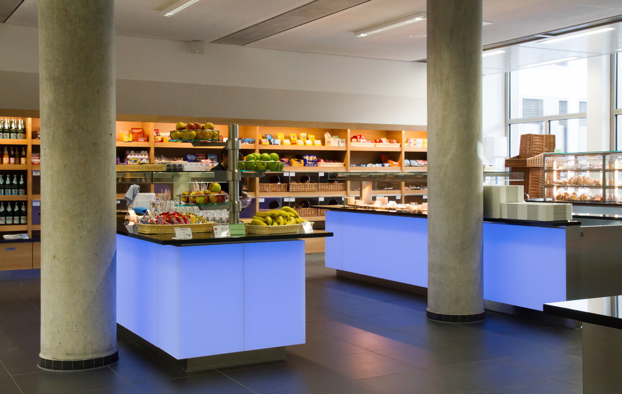 LED-Lichttheken in RGB aus Lightpanel frameless-Elementen mit individuellen Ecklösungen,gefertigt von axis in Nürnberg