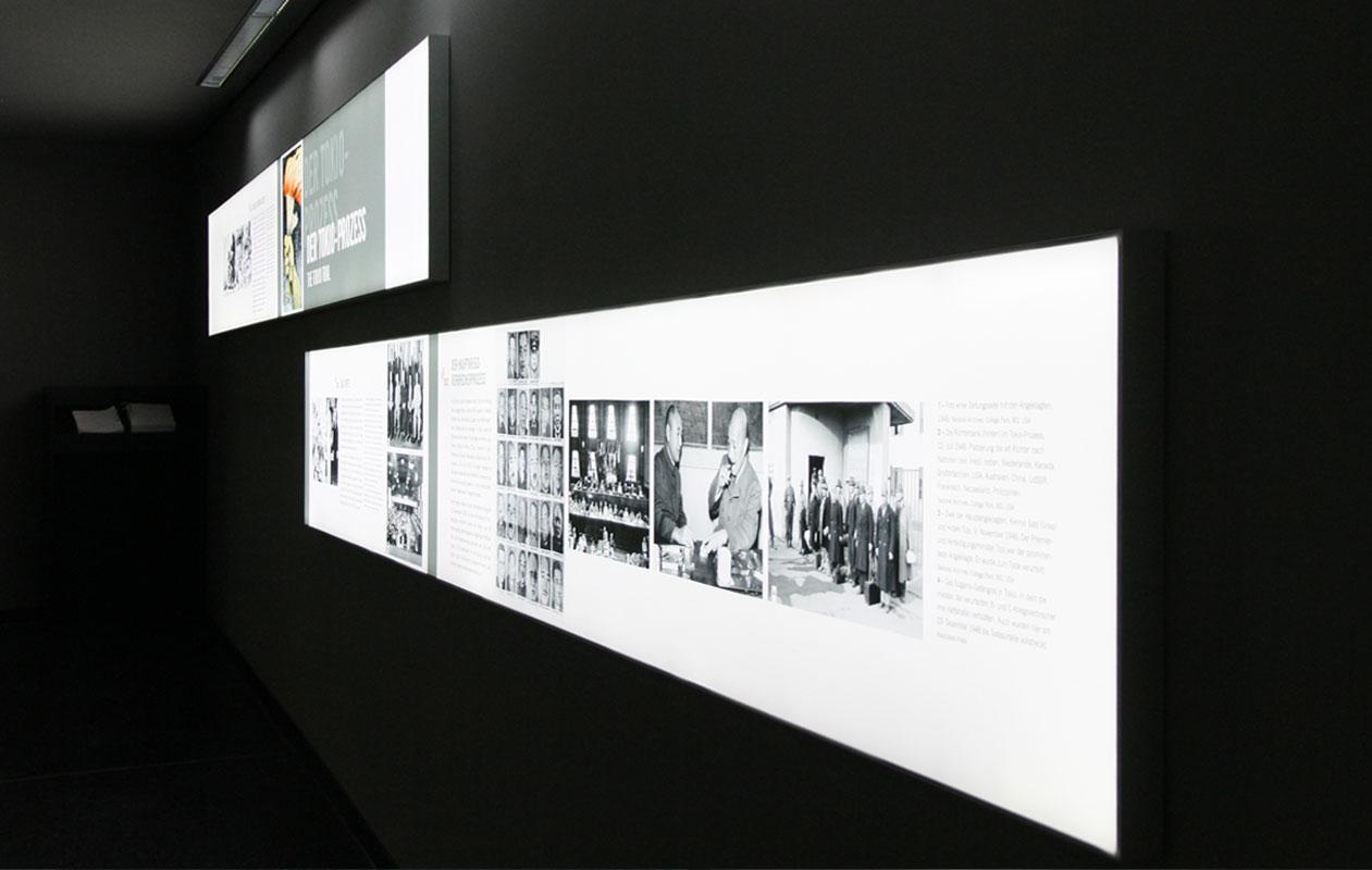 Individuell gefertigte Lightpanels frameless led panels mit Direktdruck als Infoboxen an der Wand.