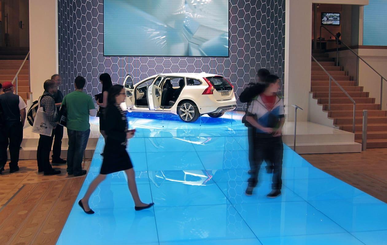 Lichtboden und Drehbühnen aus Lightpanel floor für Volvo auf dem Autosalon Genf. Foto: axis