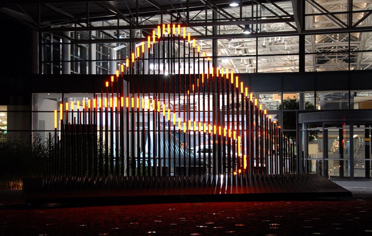 Lichtskulptur aus Kohlefaserstäben mit Leuchtelementen aus massivem Acrylglas. Foto: axis, Thomas Kehrberger