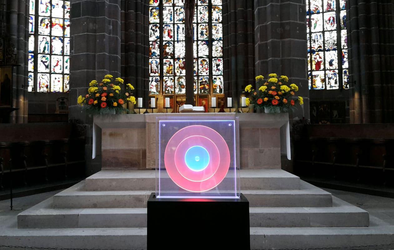 """Kinetisches Lichtobjekt """"Kreise/Zentrum"""" für die Ausstellung """"SpielRaum Reformation"""" in der Nürnberger Lorenzkirche."""