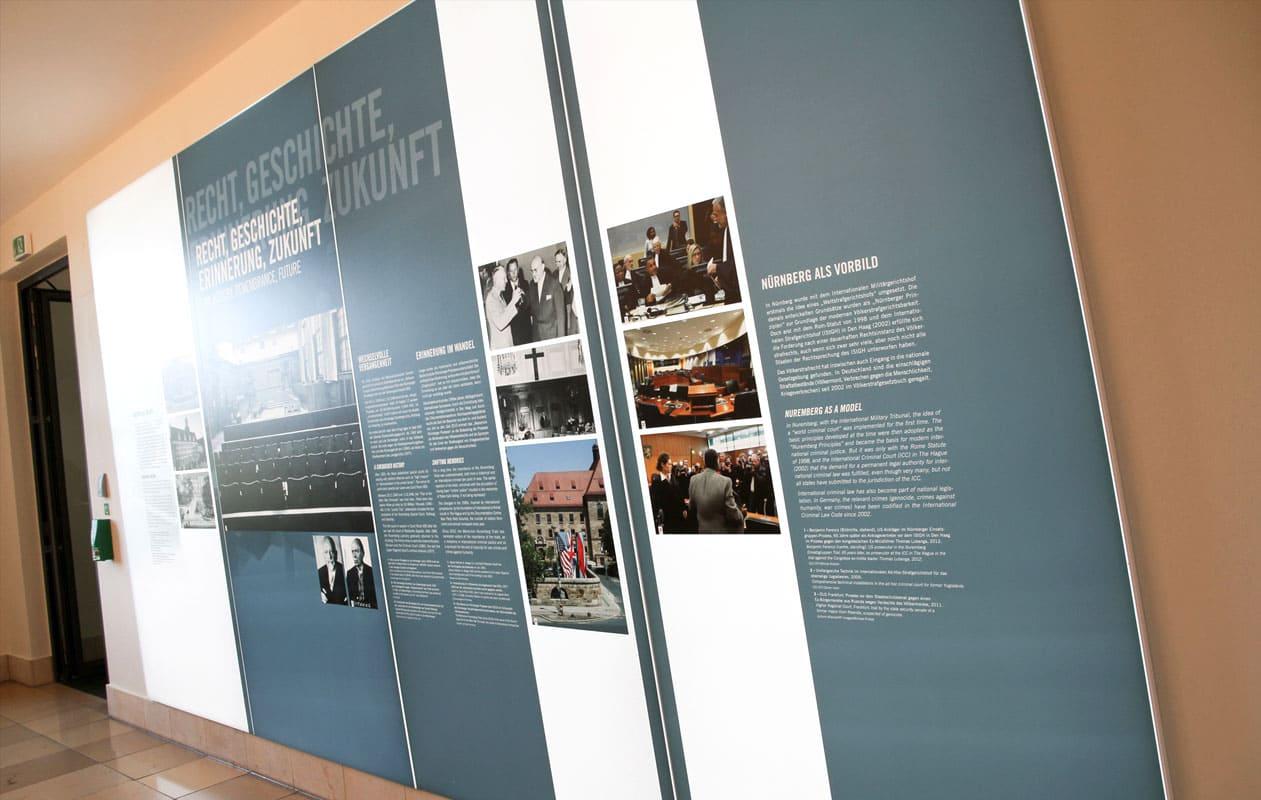 Lightpanel-Lichtwand im Eingangsbereich des Saal 600, Memorium Nürnberger Prozesse. Foto: axis, Thomas Kehrberger