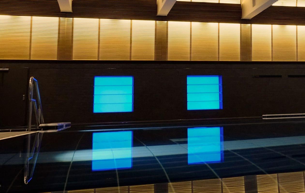 Große Lightpanel splash mit Spritzwasserschutz mit LEDs in RGB.