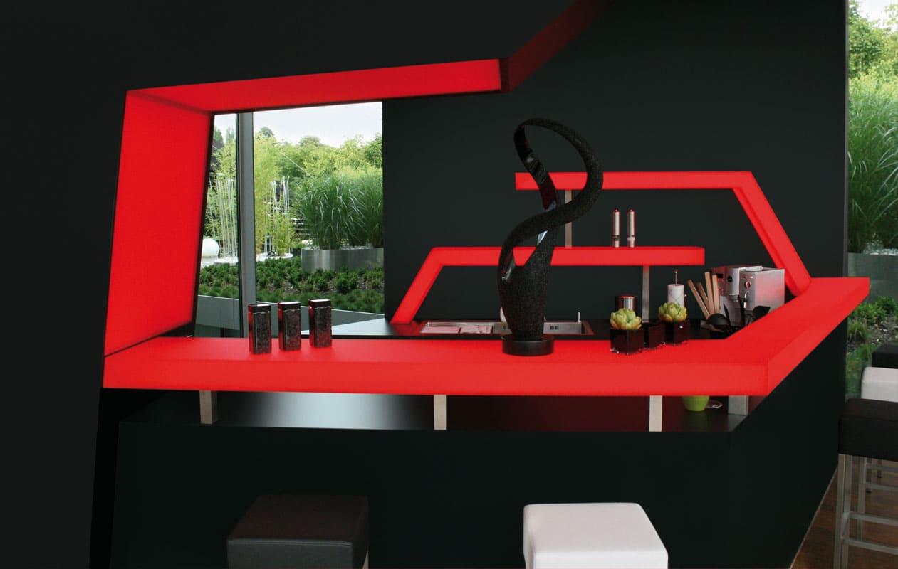 Designer-Theke aus rotem Iceplex-Acrylglas, beleuchtet mit Lightpanel LED Lichttechnik.