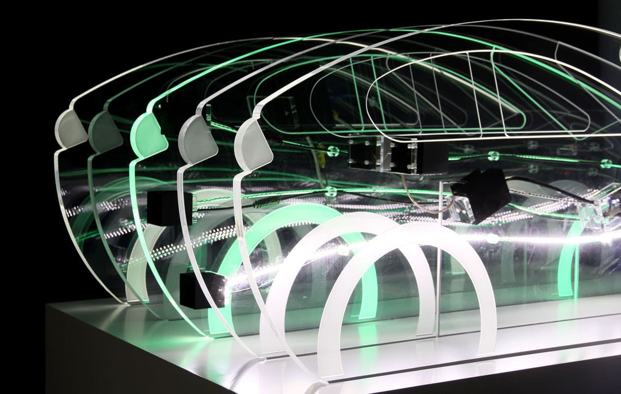 Funktionsmodell aus lasergefrästen Acrylglasscheiiben beleuchtet mit LEDs in RGB