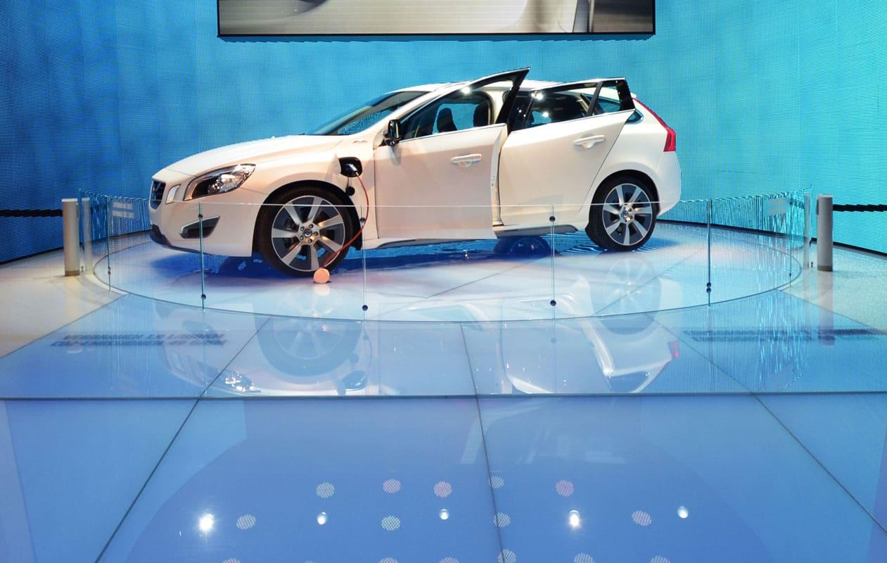 Lichtboden mit Drehbühnen aus Lichtpanel floor mit Glasoberfläche in RGB, einzeln ansteuerbar. Foto: axis