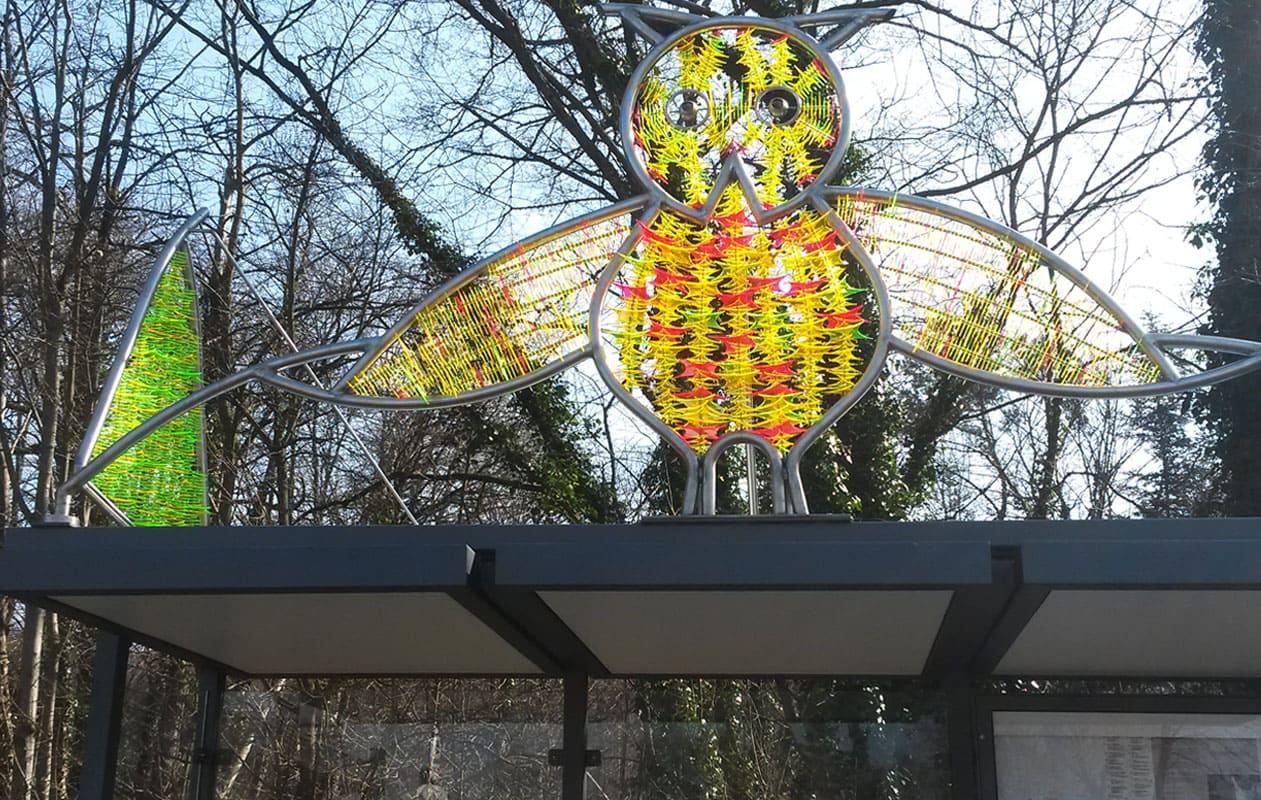 Skulptur aus lasergefraesten fluoreszierenden Teilchen aus Plexiglas®