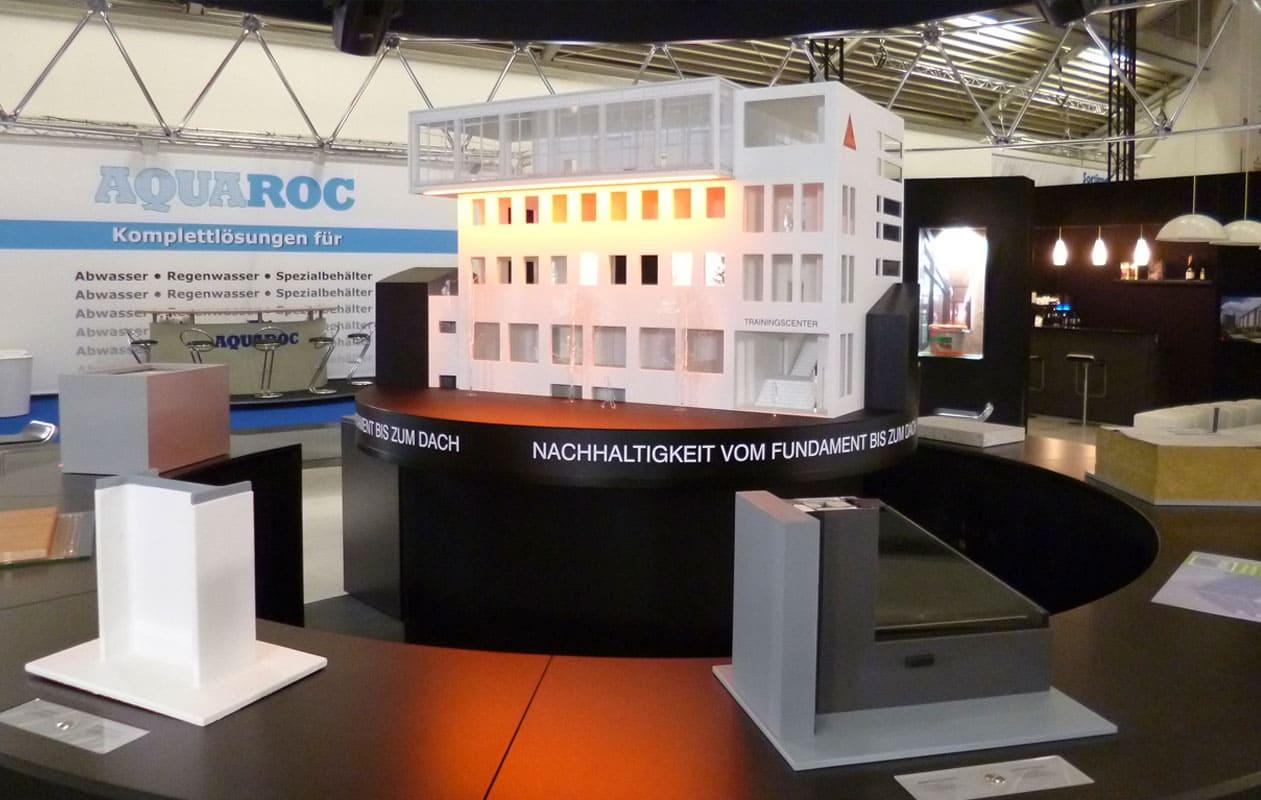 Architekturmodell aus Plexiglas® und anderen Kunsttoffen, beleuchtbar durch LED-Bänder in RGB