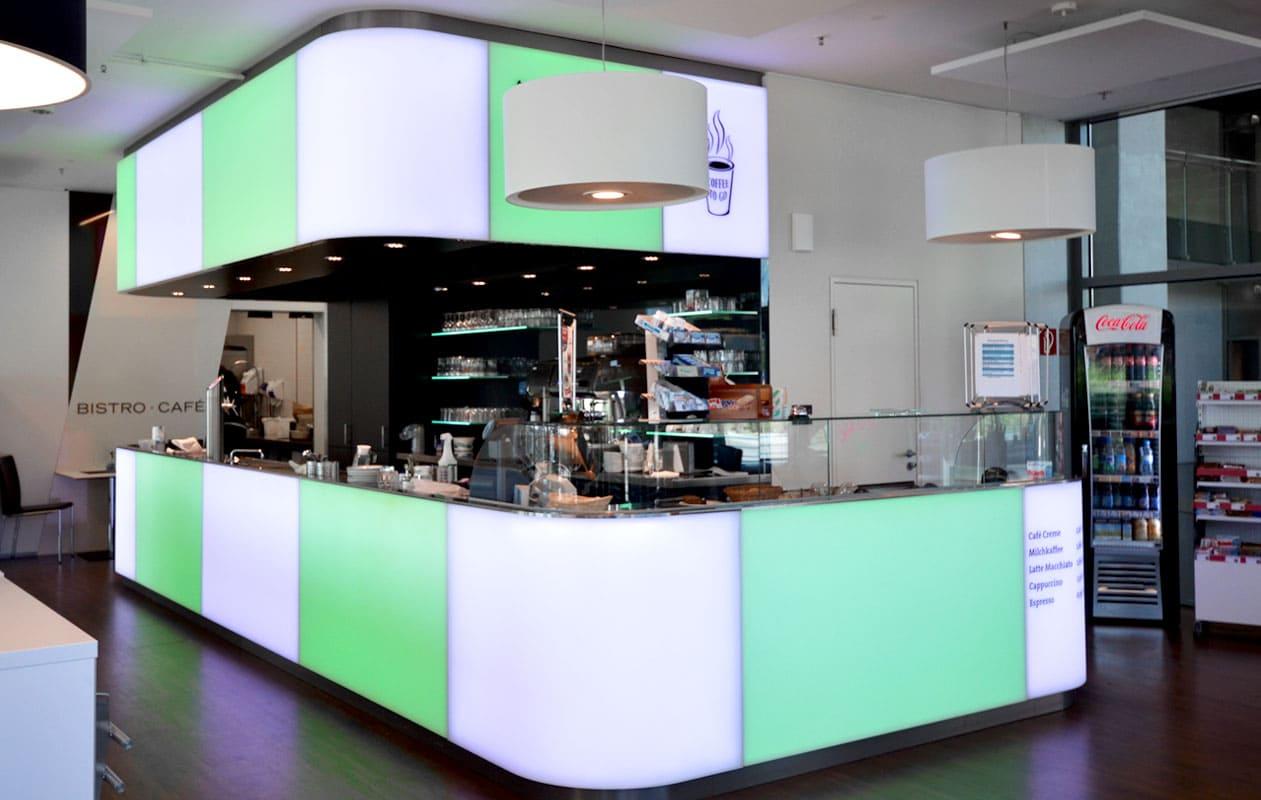 Leuchttheke aus individuell gefertigten, warmverformten Lightpanels mit LED-Lichttechnik in RGB, die homogen leuchten und einzeln ansteuerbar sind.
