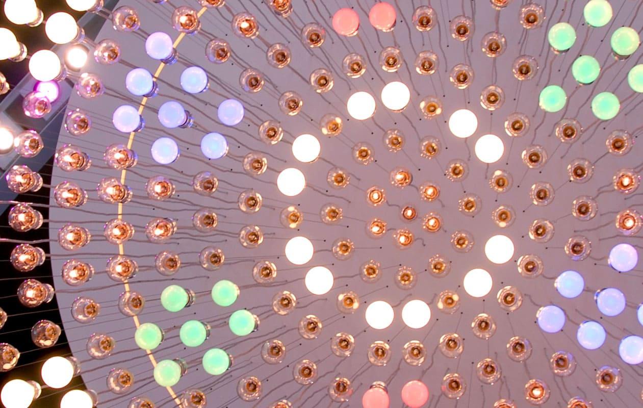 Individuell gefertigets Lichtobjekt für den Osram Messestand 2008. Foto: axis