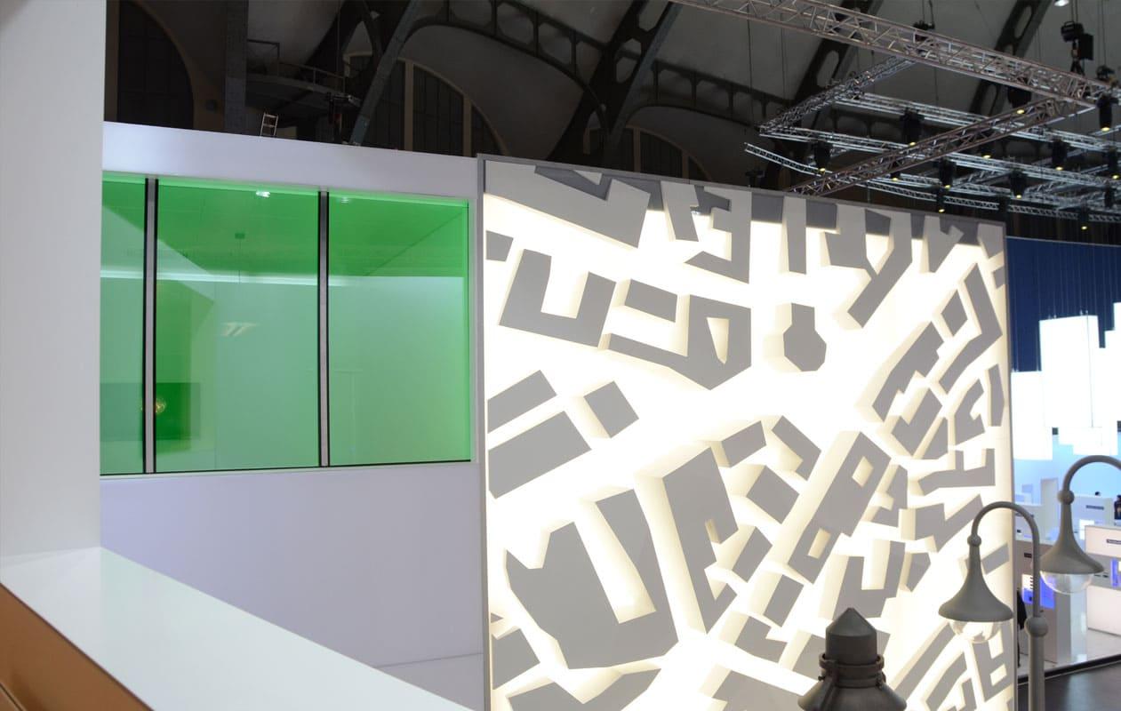 Ein separater Meeting-Raum wurde mit beleuchteten Fenstern aus Lightpanel iso ausgestattet. Foto: axis